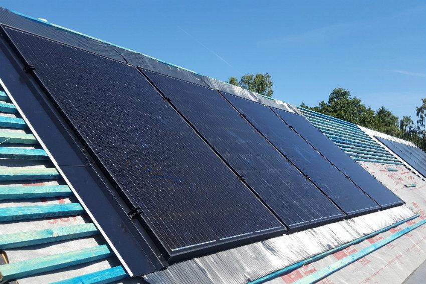 house-building-elenge-plat-colgate-horsham-solar-panels-850.jpg