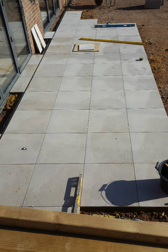 house-building-elenge-plat-colgate-horsham-paving-slabs-567.jpg