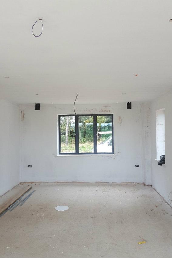 house-building-elenge-plat-colgate-horsham-decoration-starts-2-567.jpg