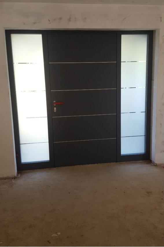 house-building-elenge-plat-colgate-horsham-rk-door-installation-and-sidelights-nuglaze-1-567.jpg