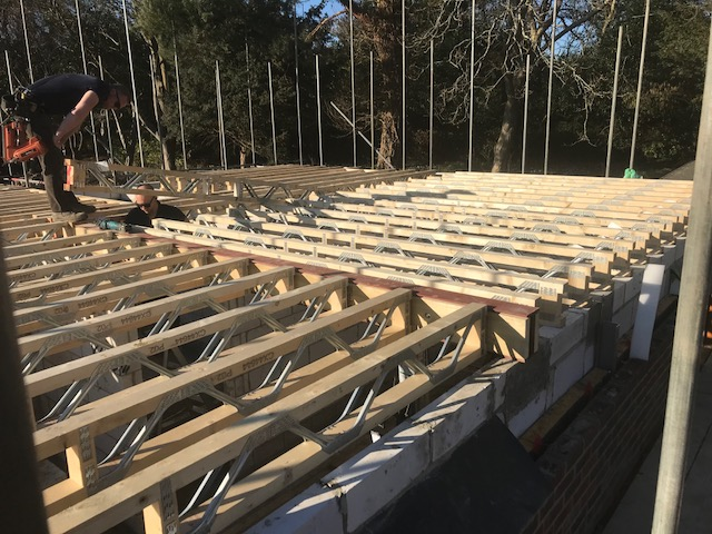 house-building-poppits-ardingly-posting-joints-to-first-floor-1-640.jpg