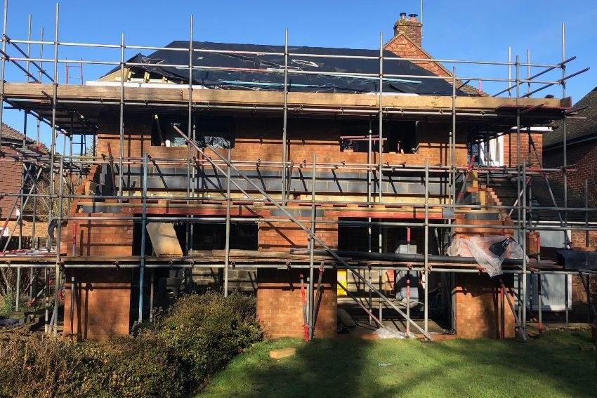 property-renovations-kitchen-extension-east-grinstead-scaffolding-up-850.jpg
