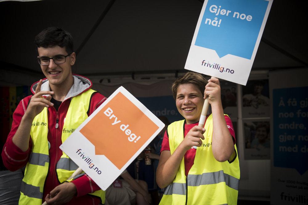 Fahrad og Petter trives godt som frivillige i Røde Kors