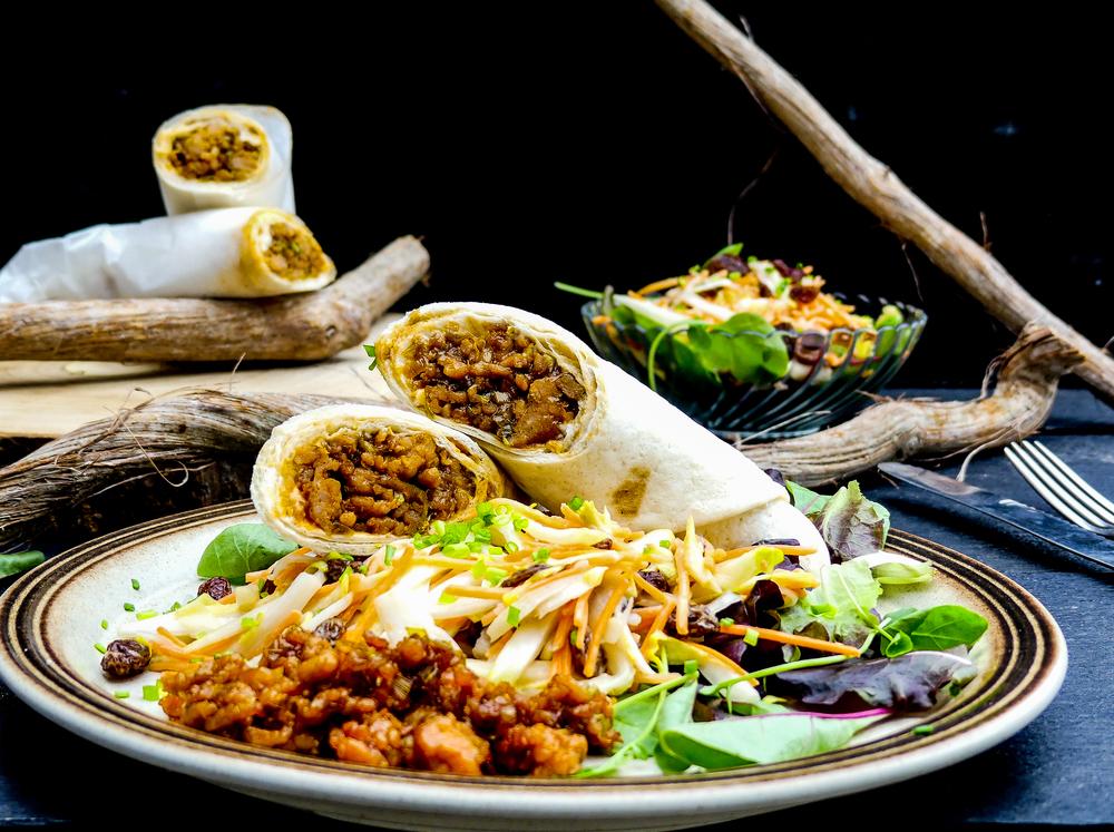 1.    Marineer de kip met de honing, sriracha de bbq en teriyaki saus.