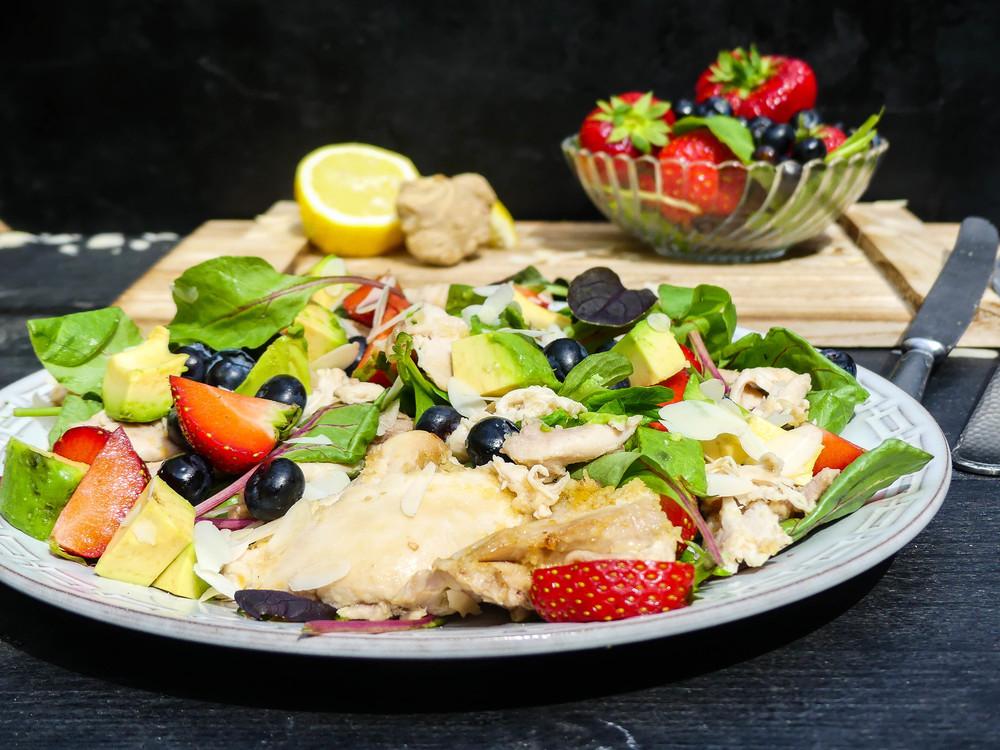 geplukte-citroen-kip-met-fruit-salade