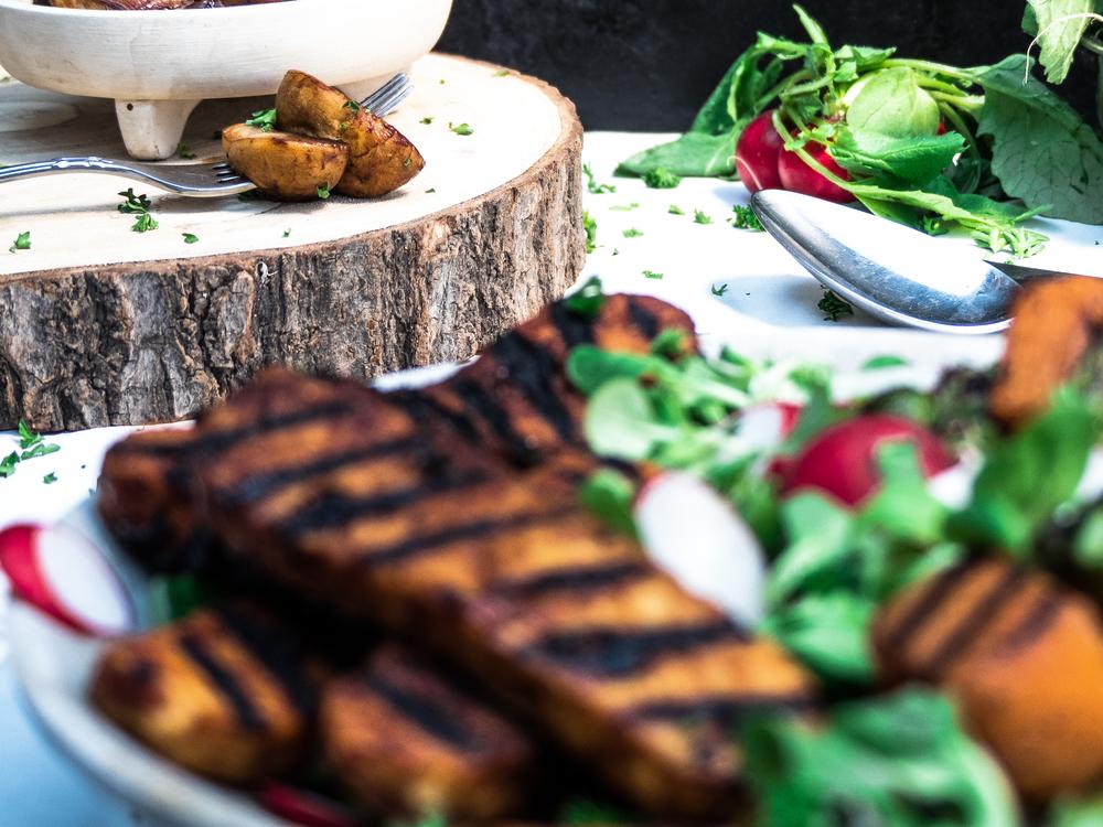 Gegrilde tempeh, gegrilde pompoen & gegrilde asparges salade!