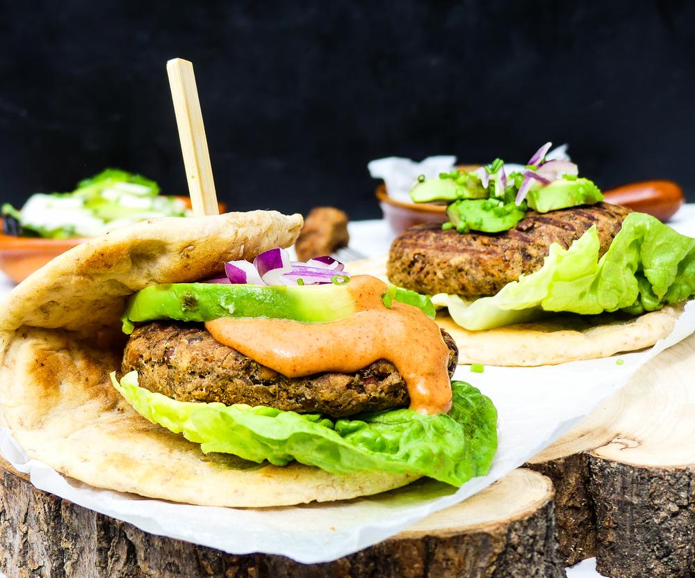 Vegetarische kikkererwten, linzen & champignon burger
