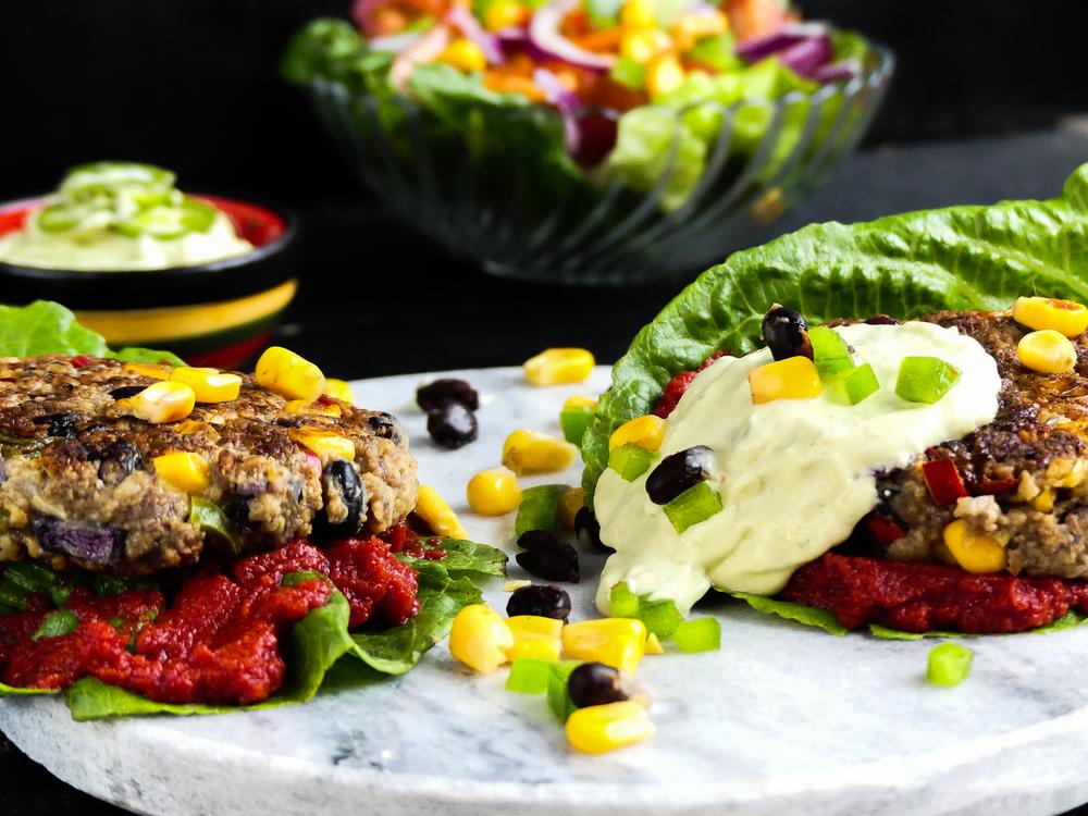 Mexicaanse burgers met een frisse salade