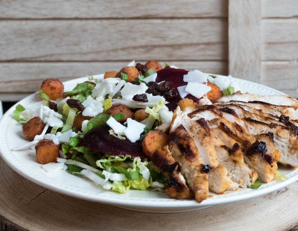 Rode biet, kip, wortel en geitenkaas salade1.jpg