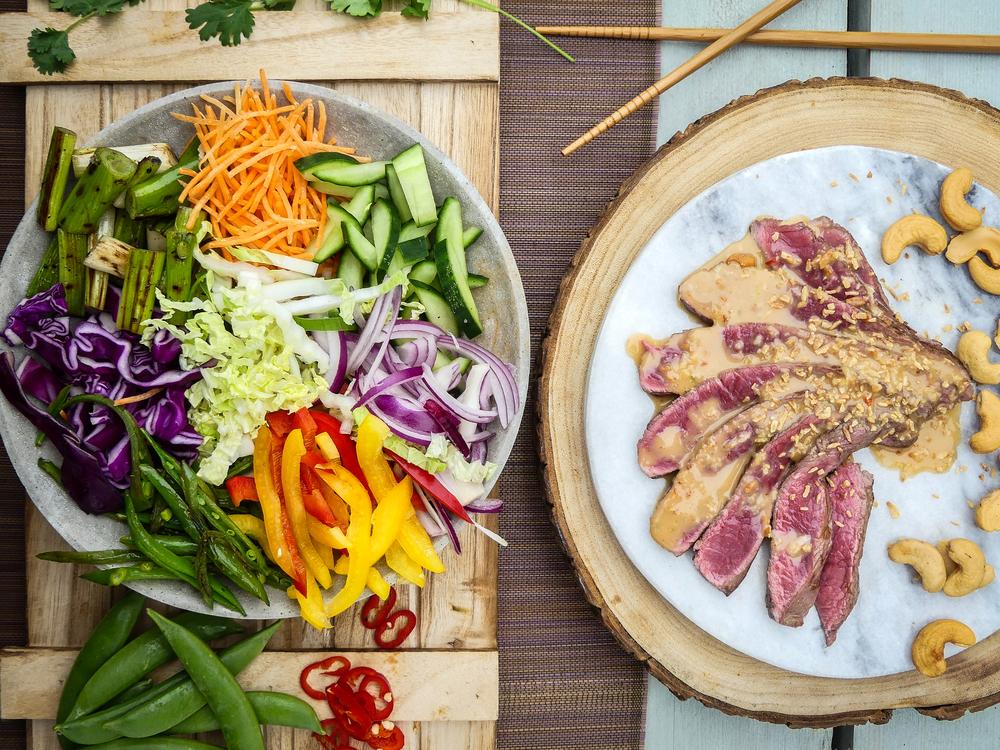 Thaise pinda crunch salade met biefstuk17.jpg