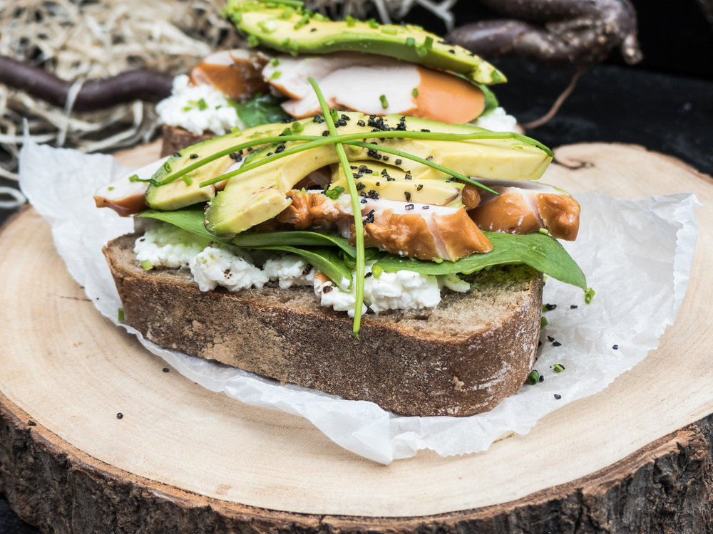 Gerookte kip, cottage cheese & avocado op landbrood20.jpg