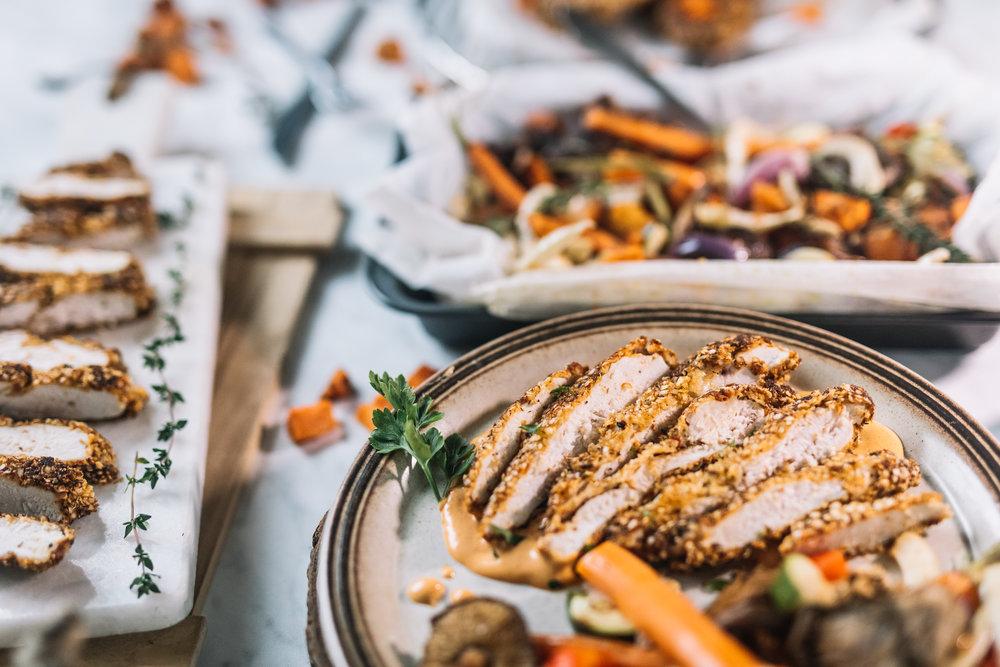 "Krokante (Quinoa) Kip, ""Smokey"" BBQ Paprika Mayonaise & Groente ovenschaal NOV 201711.jpg"