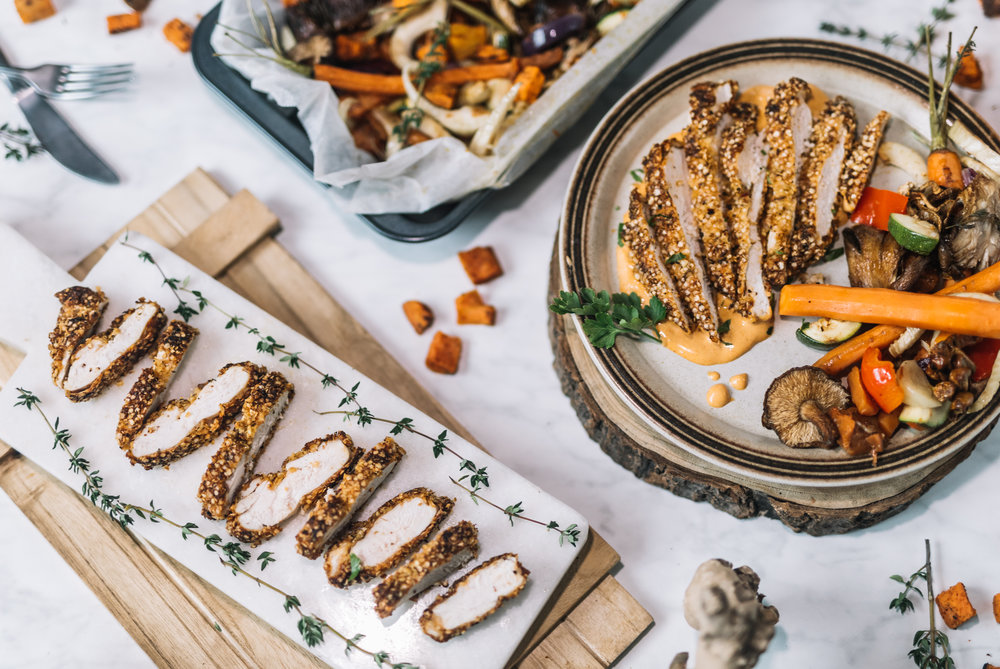 "Krokante (Quinoa) Kip, ""Smokey"" BBQ Paprika Mayonaise & Groente ovenschaal NOV 201713.jpg"