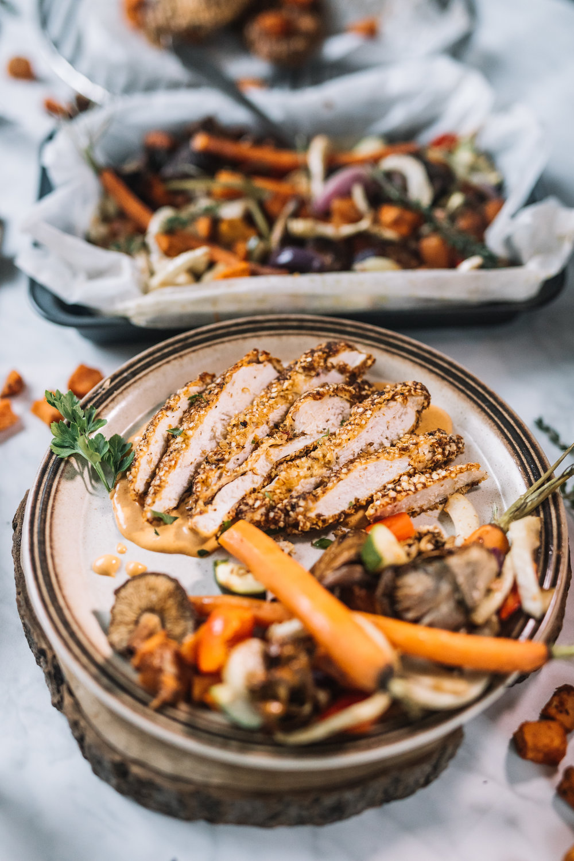 "Krokante (Quinoa) Kip, ""Smokey"" BBQ Paprika Mayonaise & Groente ovenschaal NOV 20179.jpg"