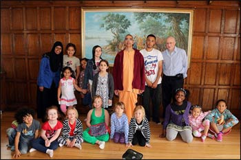 "The participants of ""Have Some Faith in Play"" visit a Hindu sanctuary in London . – Photo: Facebook"