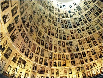 The Yad Vashem Hall of Names in Jerusalem containing pages of testimony commemorating the millions of Jews who were murdered during the Holocaust. – Photo: Wikipedia