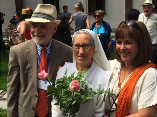 Larry Greenfield (l.), executive director of the Parliament of the World's Religions; Sister Josefina of the convent, Comunidad de Hermanas Esclavas de Cristo Rey, which hosted NAIN in Guadalajara; and Gabriela Franco Valtierta, who led the planning team for the Carpe Diem Foundation, which cosponsored the Connect– Photo: TIO