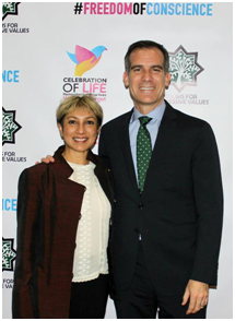 Ani Zonneveld with Mayor Eric Garcetti of Los Angeles at the Celebration of Life, a fundraiser for Muslims for Progressive Values. – Photo: RBS