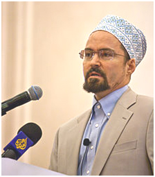 Sheikh Hamza Yusuf, speaking in Doha, Qatar. – Photo: Wikipedia, Omar Chatriwala