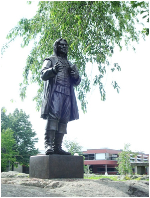 A statue of Roger Williams at Roger Williams University – Photo: Wikipedia, Notyourbroom