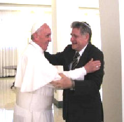 Pope Francis and Rabbi Abraham Skorka greet each other in Rome. – Photo: Commonweal