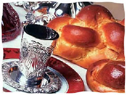 Kosher wine and challah bread – Photo: Chabad.org