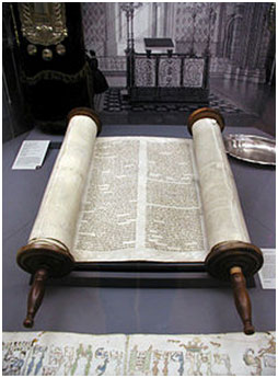 The Torah in the Glockengasse Synagogue in Cologne, Germany – Photo: Wikipedia