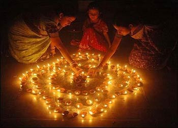 Girls prepare an indoor decoration for Diwali. – Photo: Wikipedia