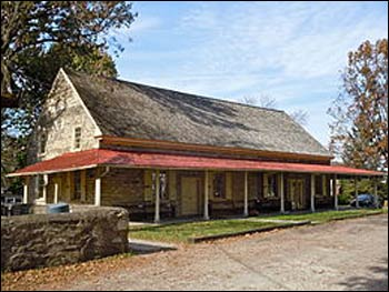 Plymouth Friends Meetinghouse in Montgomery County, Pennsylvania – Photo: Wikipedia