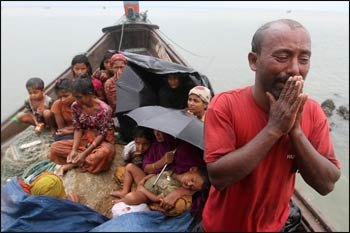 Rohingya refugees flee violent mobs in Myanmar. – Photo: Anurup Titu/IPS