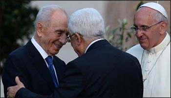 Shimon Peres and Mahmoud Abbas greet each other as Francis looks on. – Photo: Haaretz