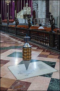 Pendulums are often found in Mexican cathedrals, like this one in Mexico City, used to chart the tides and in ceremony. – Photo: Wikipedia