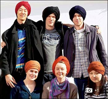 Norwegians of all ages donned Sikh turbans in Oslo, Norway, on April 14. – Photo: Daily Mail UK