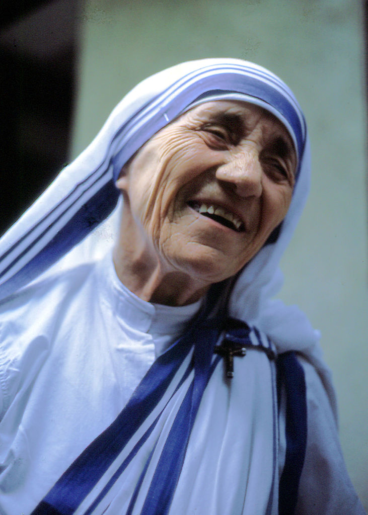 Mother Teresa receiving the 2007 Nobel Peace Prize – Photo:  Wikimedia ,  Manfredo Ferrari , Cc.4.0