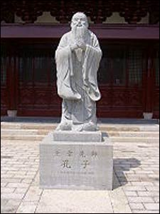A statue of Confucius at a temple in Shanghai – Photo: Wikipedia