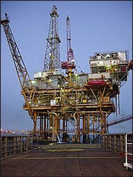 An oil well in the Gulf of Mexico – Photo: Wikimedia