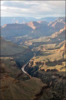 The Colorado River winding its way through the Grand Canyon. - Photo: Wikipedia
