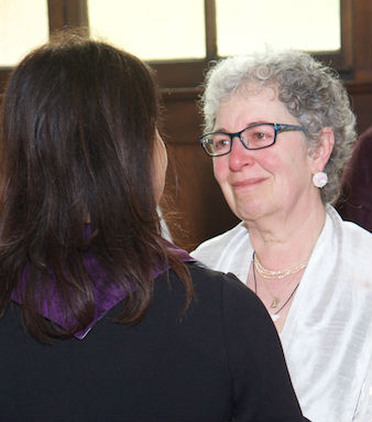 Rev. Gina Rose Halprin, founder of the Chaplaincy Institute, with a student – Photo: Chaplaincy Institut