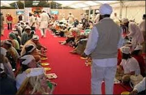 Langar being served at the 2004 Parliament of the World's Religions in Barcelona.