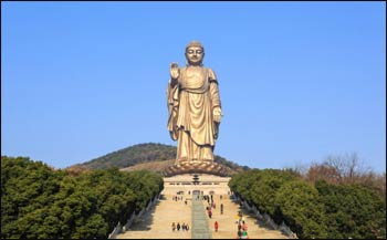 Tourists visit the popular Lingshan Grand Buddha at Wuxi, Jiangsu province, which stands 88 metres high. – Photo: Shutterstock