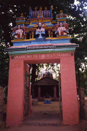 Entrance to the Shantivanam ashram – Photo: bedegriffiths.com