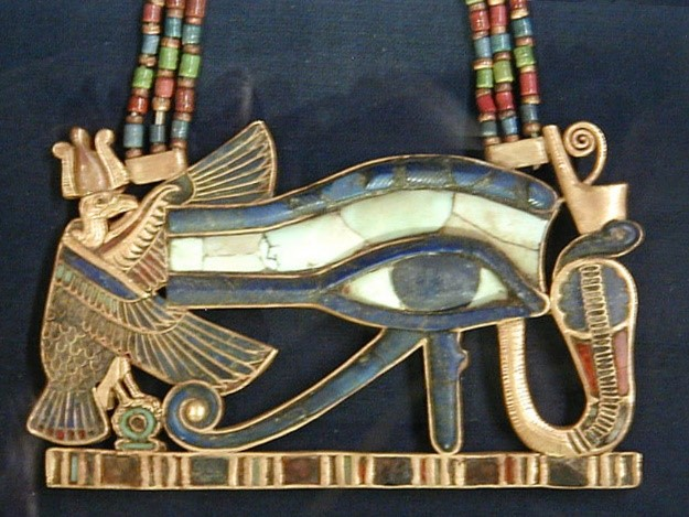 Amulet in the shape of the Eye of Horus, a common magical symbol – Photo:  Wikipedia