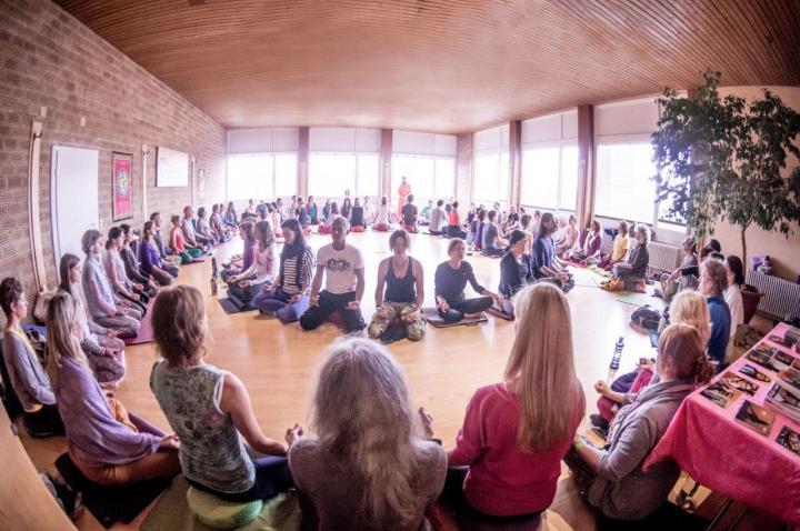 Om chanting workshop in Germany – Photo:    Bhakti Marga