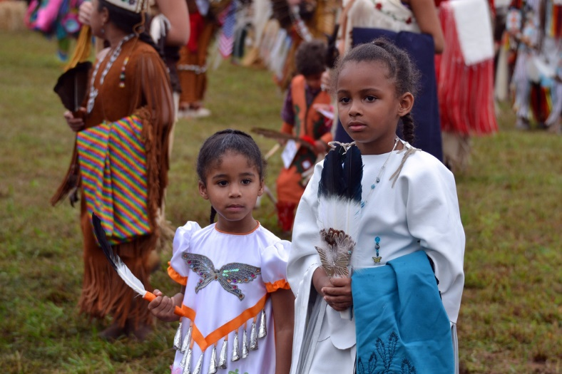Indigenous children at a festival – Photo:    Tony Alter, C.c. 2.0