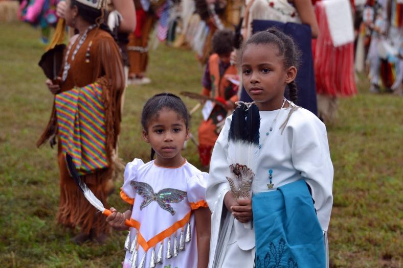 Indigenous children at a festival – Photo:    Tony Alter, C.c. 2.0