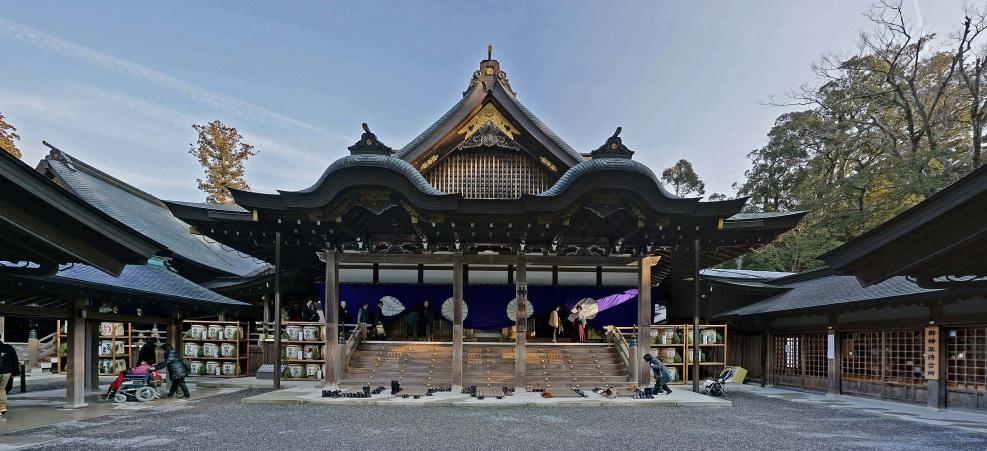Ise Grand Shrine – Photo:    Wikimedia