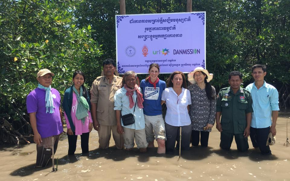 P19 Team members in a mangrove swamp during their 2017 visit to the URI community in Cambodia. – Photo:    URI
