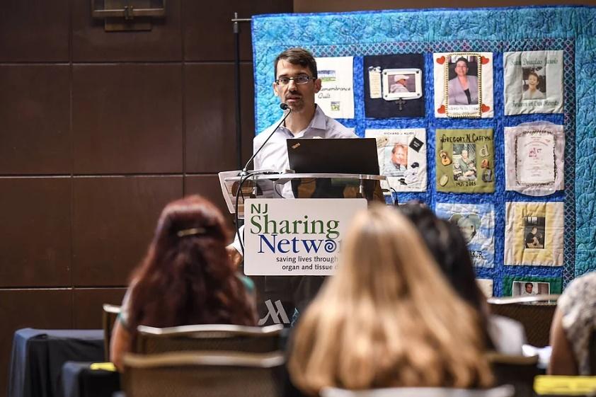 Brian speaking at an organ donation symposium – Photo:    Encounter