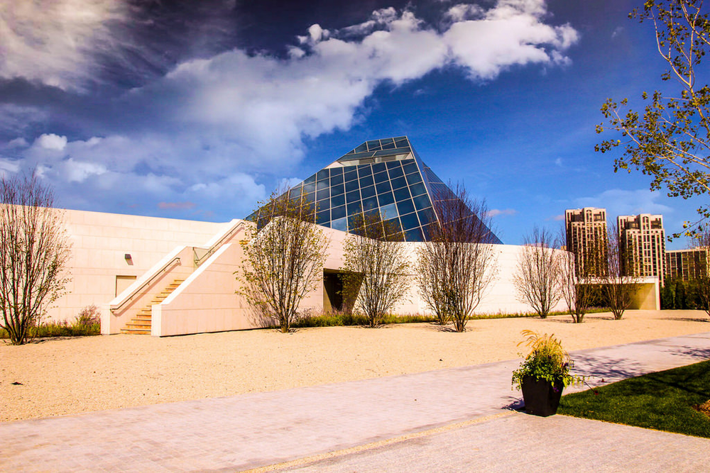 Ismaili Centre – Photo:    Onasill ~ Bill Badzo, C.c. 2.0 nc sa