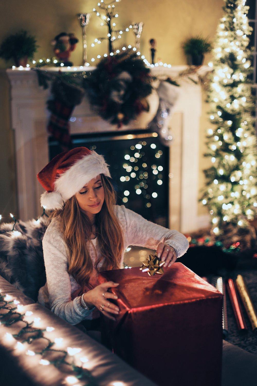 Kerstcadeau uitpakken pakketten versturen met MyParcel